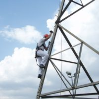 VERTIC's VERTILIGNE vertical lifeline system on telecom pylons